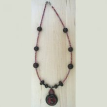 Collier pendentif rouge